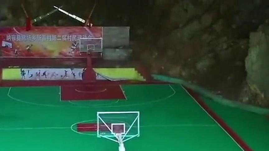 贵州有个村子因热爱篮球,筹资20多万在天然山洞里建造出篮球场!