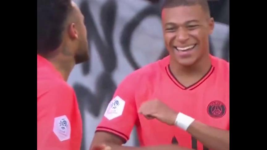 足球:姆巴佩成功蝉联,法国足球先生感受下他的魔性庆祝动作!
