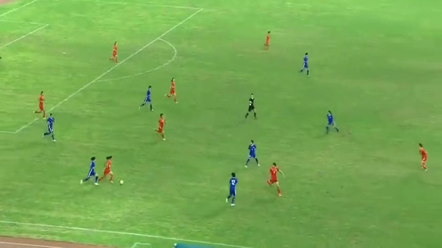 U15中国女足开场狂攻!连续10脚巴萨式传递,日本根本抢不到球