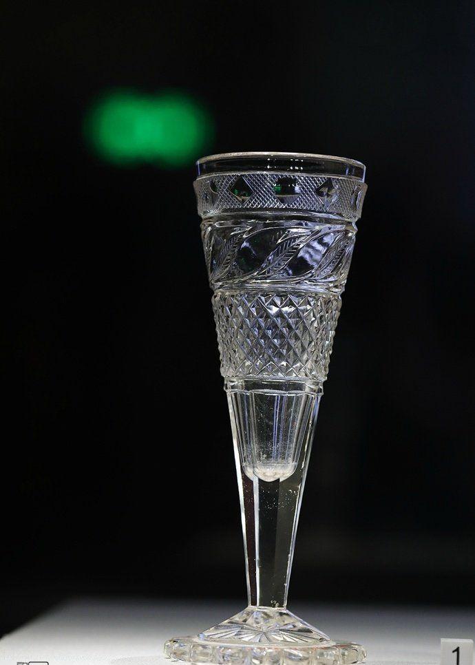 彼得霍夫国家博物馆收藏的五只水晶杯,生活的精致就体现在这里