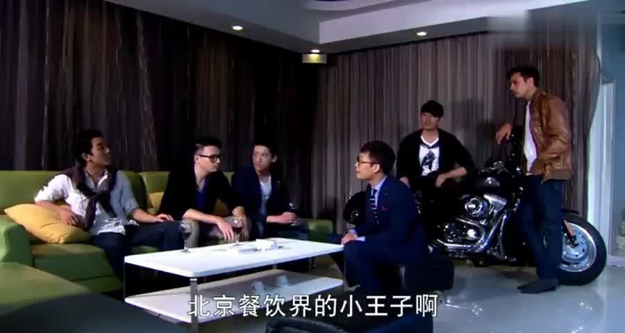 大陆老公参加台湾老婆聚会面对炫富的人,老公直接开口秒杀