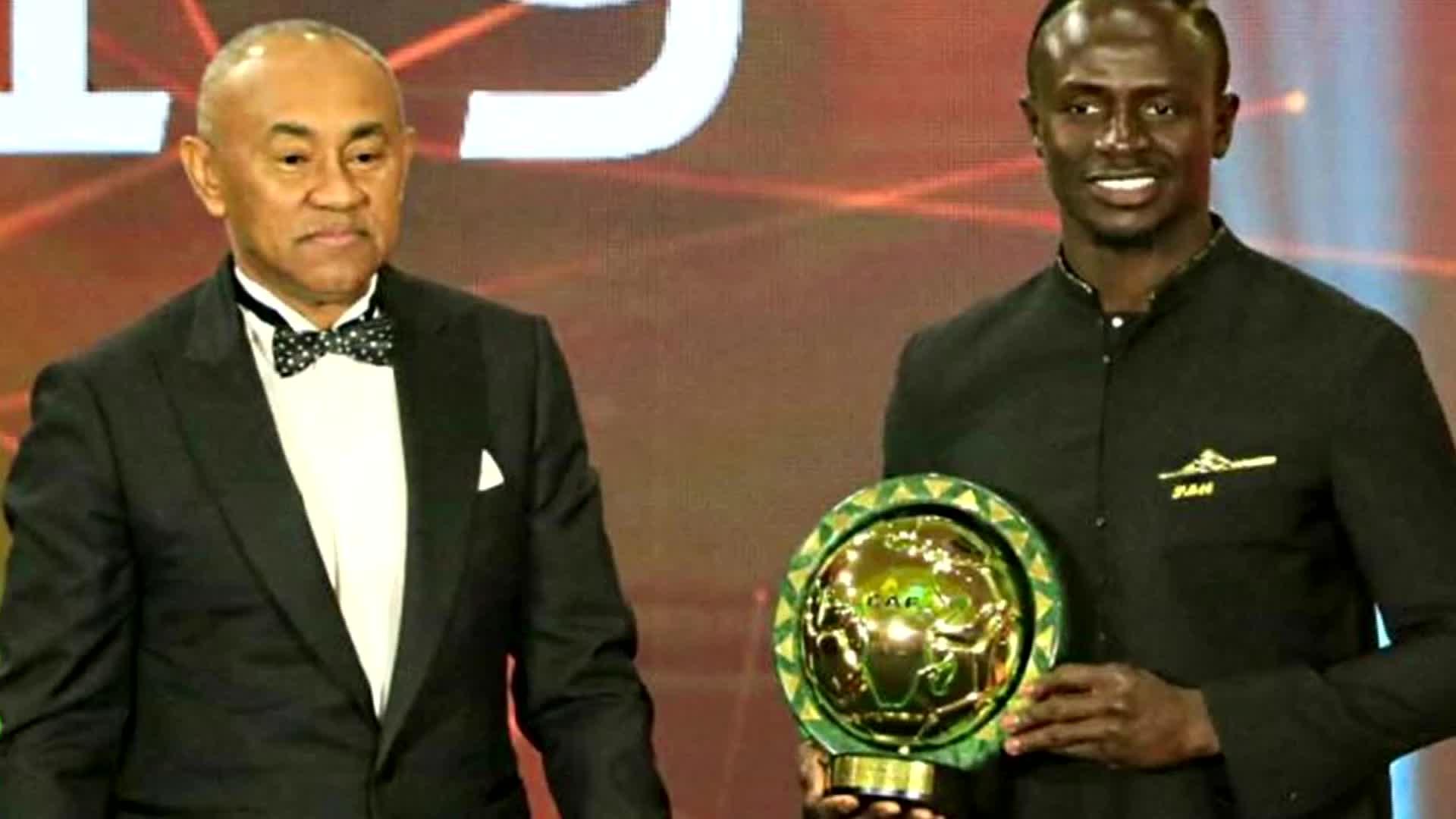 马内力压萨拉赫马赫雷斯 加冕非洲年度最佳球员大奖