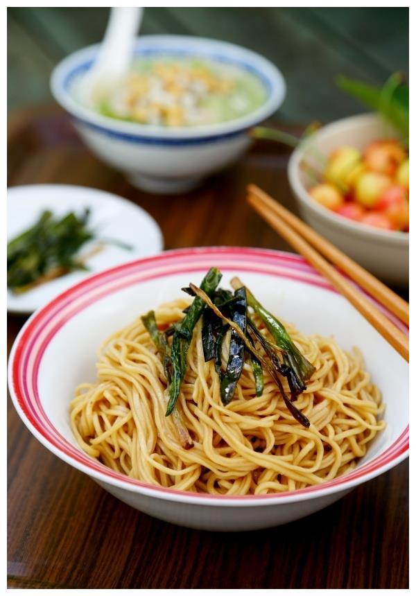 葱油拌面精典的上海小吃,看似简单学问深 ,一不小心糊个底朝天