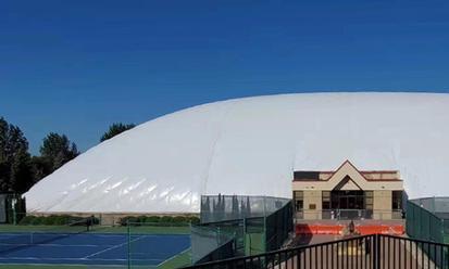 """5000平米气膜网球馆建成仅用45天,美国民众体验""""中国速度"""""""