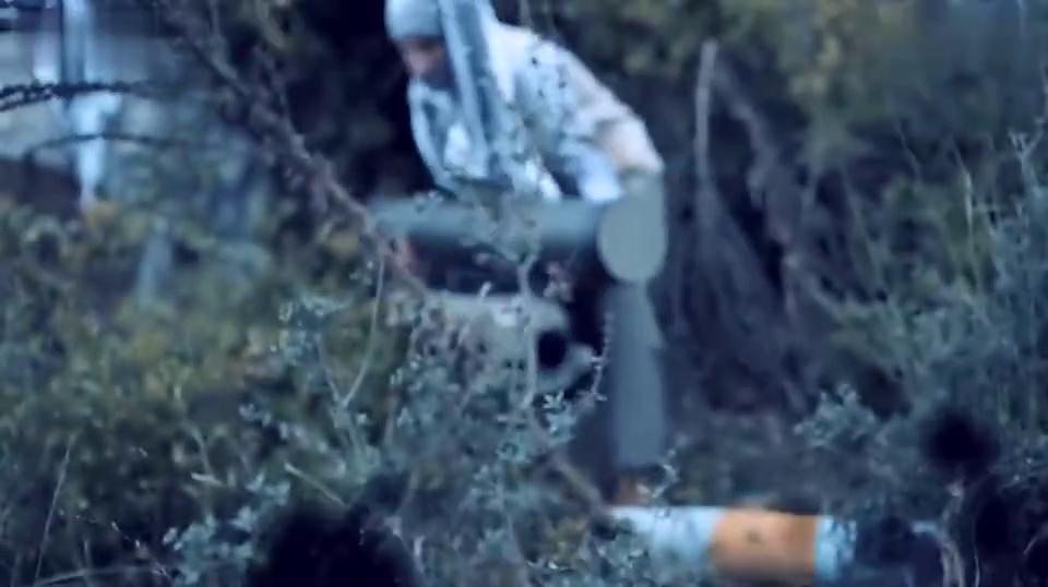 武装分子架起反坦克导弹轰装甲车, 土耳其女狙击手沉着反击~