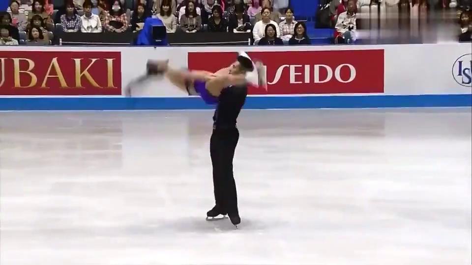花样滑冰:隋文静完美落地,韩聪比划一个手势,太甜了