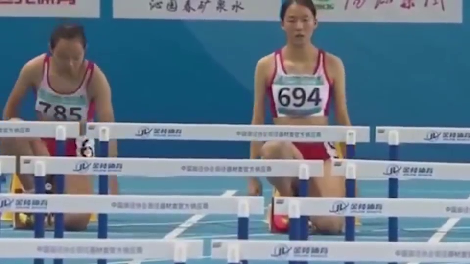 """中国16岁女""""飞人"""",实力爆表破纪录,网友:下一个刘翔!"""