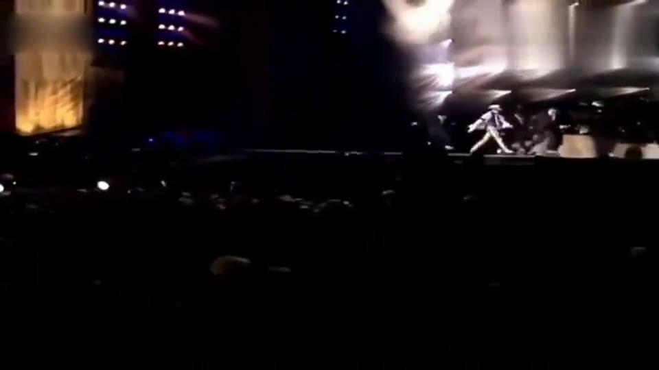 迈克尔杰克逊 45°倾角现场,歌迷一度接近疯狂,永远的经典!