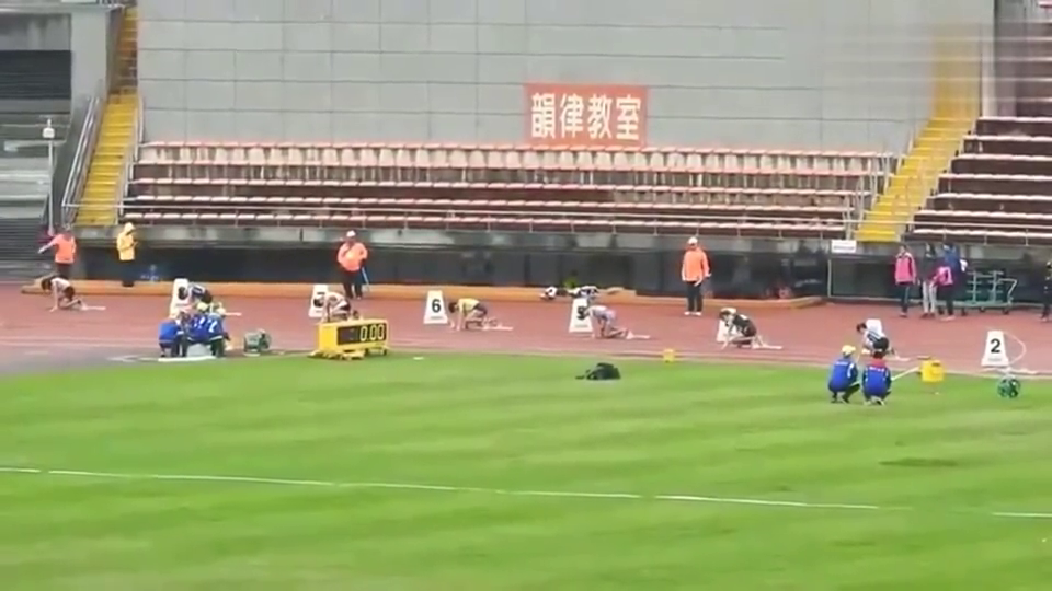 清华大学女子200米决赛!就这速度,哪个男生能追上啊