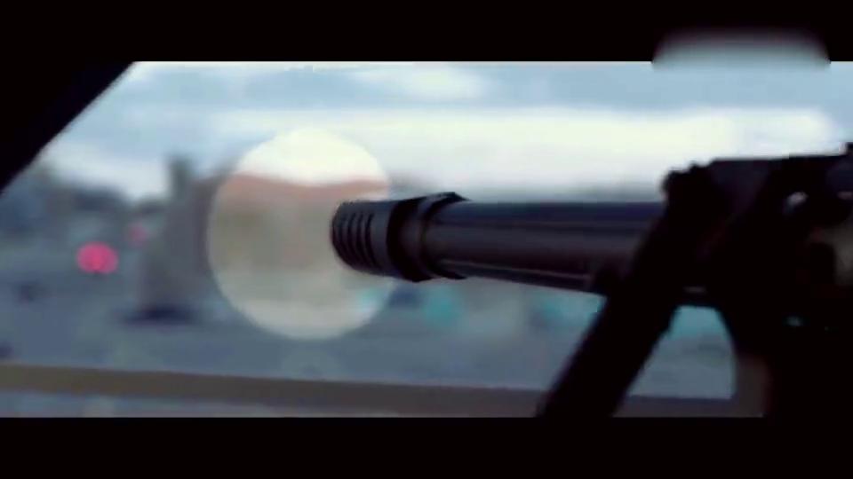 重型狙击枪威力有多大,一辆面包车瞬间爆炸,没有一枪解决不了的