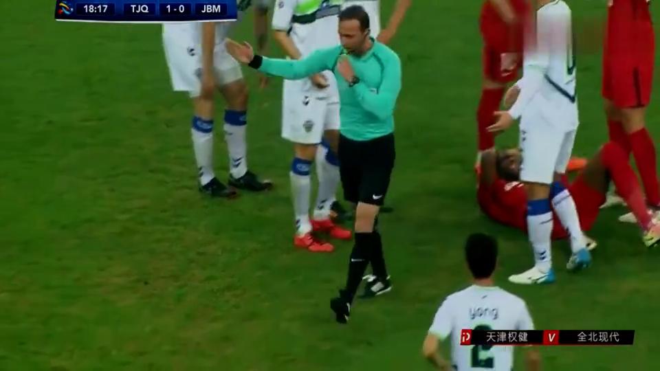 火爆!莫德斯特遭黑肘倒地,裁判怒了,看看对韩国球员说的什么