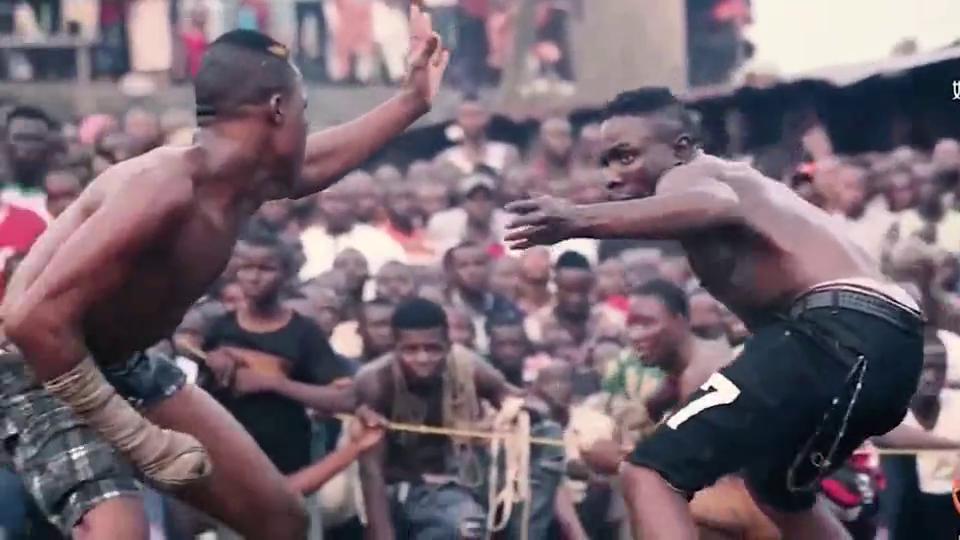 看看非洲人是怎么打架的看完能笑死你!