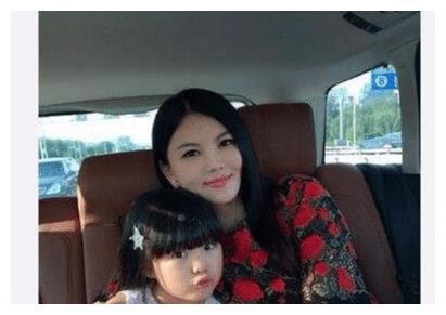 李湘女儿王诗龄在学校不受人待见,同学回应:她老喜欢炫富