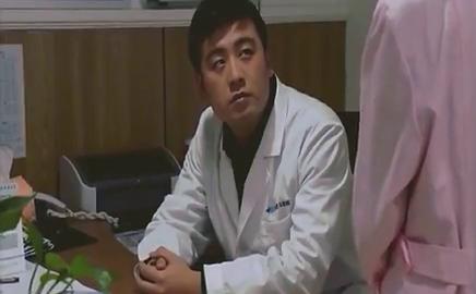 心机女护士要跟男医生谈结婚,结果一段视频,拆穿心机女的骗局!