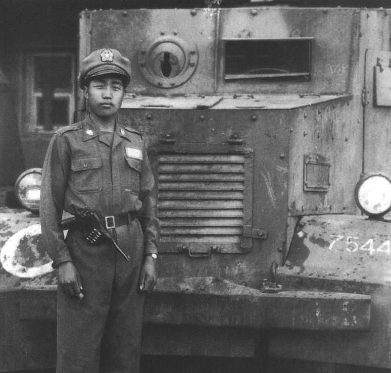 历史罕见老照片:抗日时期的真实国军,图3孙立人将军在长春街头