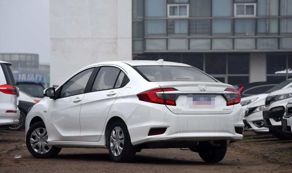 白菜价的代步车型,再降1.6万,油耗仅5.4L,不火不行!