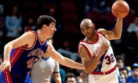 NBA球员打架时队友都干嘛?多数人会仗义出手,球哥却转身走掉