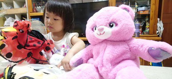 小孩一直跟玩偶讲话,是有幻听或幻觉吗?不,其实这代表着成长
