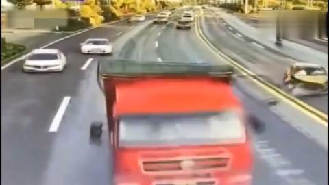 """高速上的""""毒瘤""""司机又来祸害人,害的大货车倒霉背负一生的罪名"""