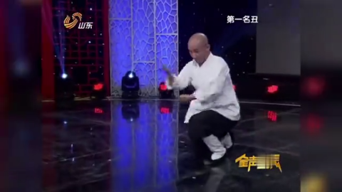 京剧小将表演《矮子拳》,京剧功底深厚,赢得全场掌声