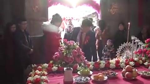 湖北农村一小伙结婚,新郎对新娘好体贴,新娘以后一定很幸福