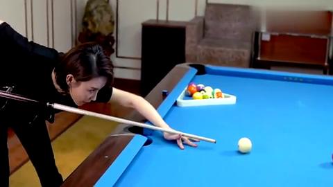 潘晓婷教你打台球,学会这个击球动作,你离世界级选手又近一步