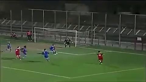 足坛最欠扁的一粒乌龙球,守门员大概连杀了后卫的心都有