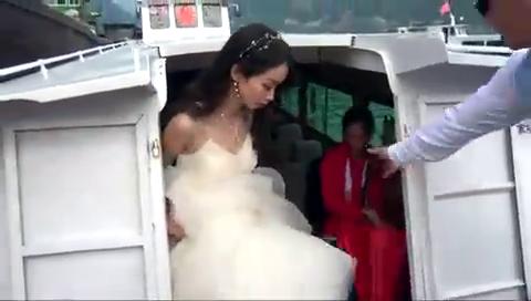 湖南一小伙结婚,租了一艘大船接亲,新娘子很幸福也很满意
