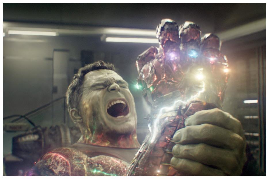 《复仇者联盟4》新图,大块头无限手套裂了,钢铁侠秒变修理工