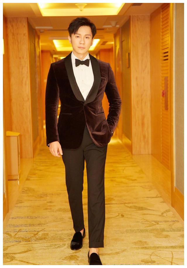 李晨凭《空天猎》获华鼎奖最佳新锐导演,举手投足尽显绅士风度!