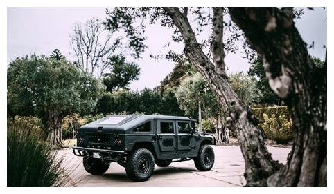 定制版悍马H1售价200万,500匹马力1380牛米