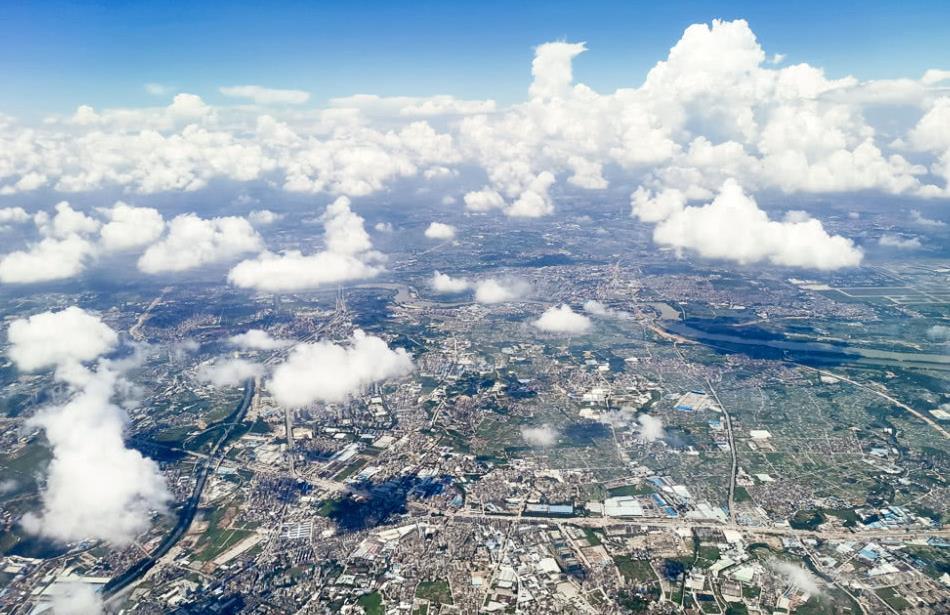 飞机上航拍大广州,不愧是与北京上海齐名的一线城市,令人震撼
