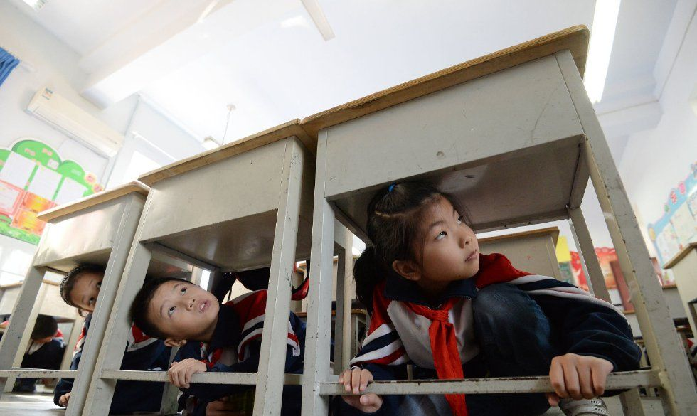 """邯郸一小学开展""""国际减灾日 安全进校园""""安全教育活动"""