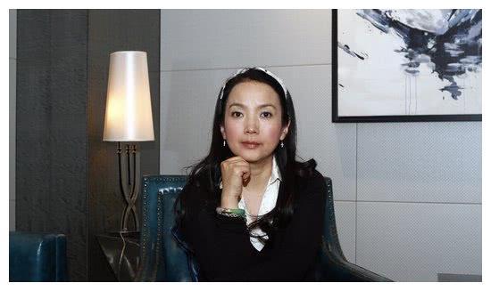 她是知名影后,曾与张丰毅结婚生子,再婚嫁孙海英幸福十足