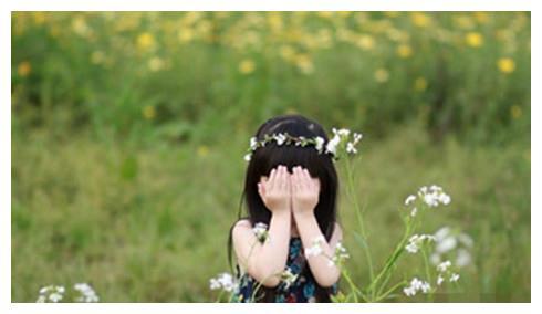 六岁小侄女看到兔子交配,大喊大叫拉我看,她说一句话我笑一整天