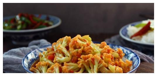 炒菜花时千万不要单独炒,加上它有防癌还能抗癌作用,赶快买