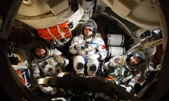 景海鹏:中国唯一一位三次登上太空的人,妻子子女如今何在?