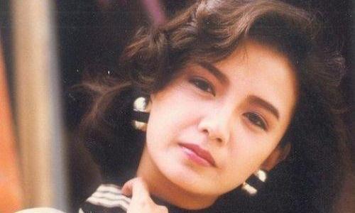 她是梁朝伟初恋,曾是TVB五美之一,54岁颜值依旧,堪称不老女神