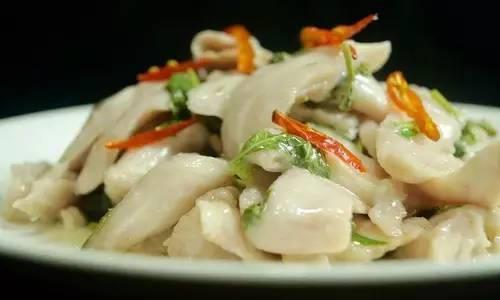 美食精选:香椿拌鱼片,砂锅油豆腐鸡翅煲,海带排骨汤,鸭肉饭