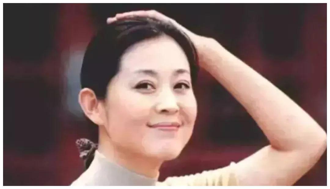 倪萍复出写真之后,再次和62岁的杨亚洲同框,13年来依旧恩爱