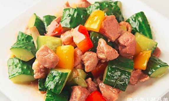 秋日来一道彩椒黄瓜炒鸭肉,配上干煸四季豆,胜过山珍海味