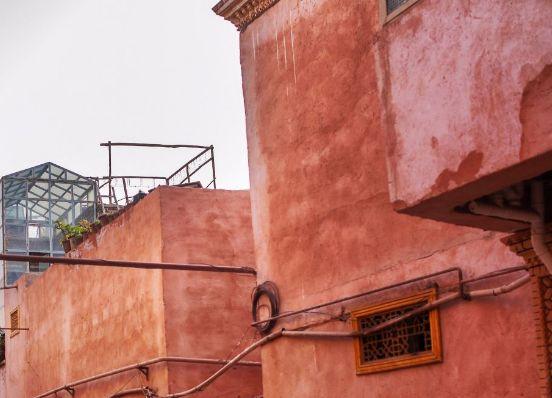 喀什老城建筑充满了伊斯兰和维族风情,街道内纵横交错,风格统一