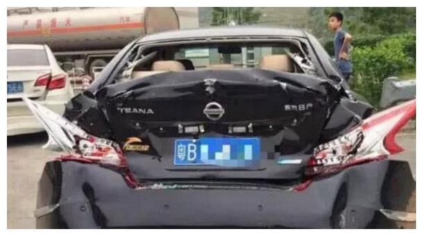 这是什么品牌汽车,实在太吓人,国内不需这类车!