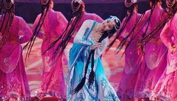 新疆美女为何不愿嫁入内地呢?听完原因后,众人表示很无奈