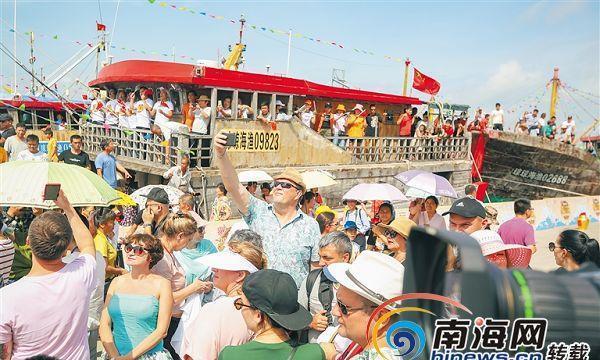 琼海潭门赶海节引来众多国内外游客