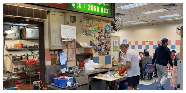 美食:香港大排档恶斗潮州粉果干蒸牛肉腊肠狗奶黄包