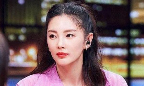 同样是丈夫坐牢,张雨绮火速离婚,她苦等丈夫出狱为其生儿育女!