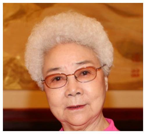 因《白毛女》走红,一家五口皆患癌离世,90岁仍努力工作赚钱