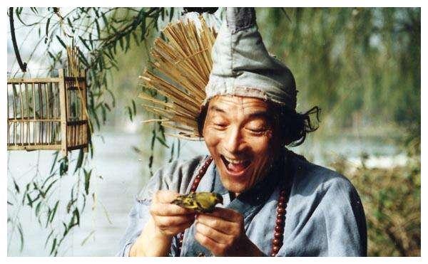 86岁游本昌近照,早年出家,后还俗娶妻,老婆去世晚年再入空门