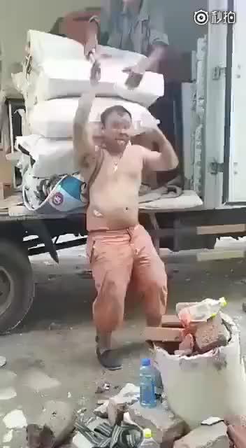 生活不易,请给劳动者一个赞